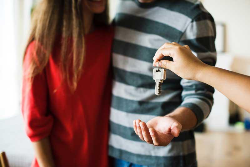 couple-home-house-800x534